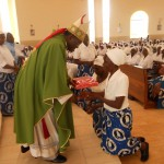 Archbishop receiving the gift
